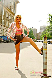 Pix of young girl with pretty upskirt