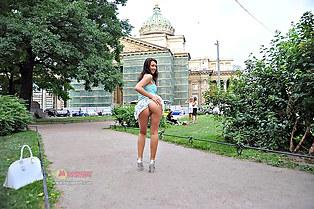 Sveta upskirting panty out doors