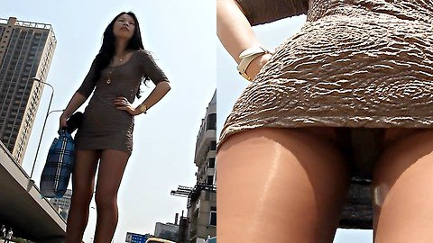 Hot upskirt girl in mini