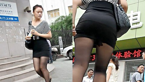 Pantyhose upskirt in the street