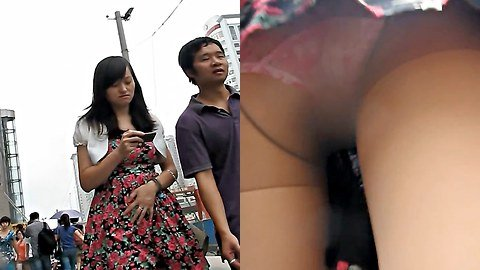 Nice flower-print panty upskirt video
